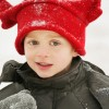 Habits de neiges et bottes recherchés pour aider des 5-12 ans