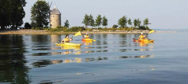 Parc-historique-de-la-Pointe-du-Moulin-kayak-moulin-lac-Photo-Tourisme-Suroit-publiee-par-INFOSuroit-com_
