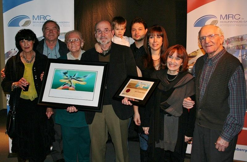 le laureat Jean-Pierre-Leduc et des membres de sa famille