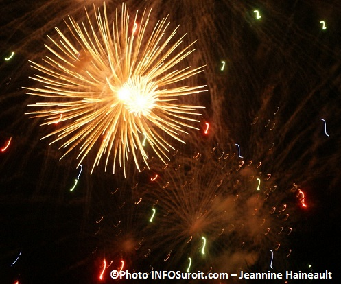Feux-d-artifice-Photo-INFOSuroit-com_Jeannine-Haineault