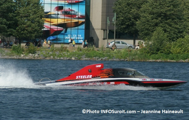 Regates-Valleyfield-GP-777-Steeler-devant-affiche-2013-Photo-INFOSuroit-com_Jeannine-Haineault