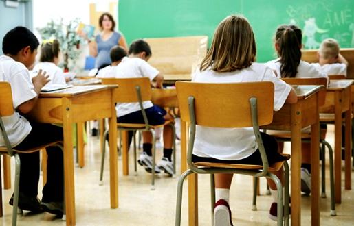 classe-ecole-eleves-enseignante-tableau-Photo-CPA-publiee-par-INFOSuroit-com_