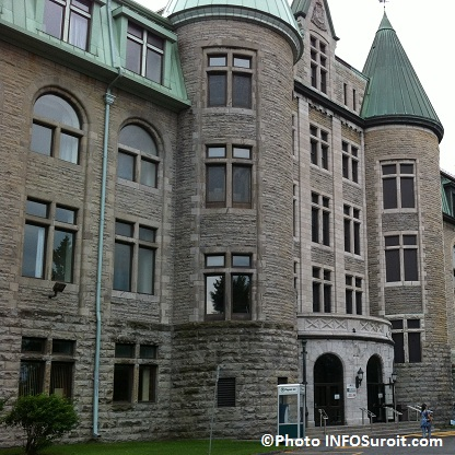 College-de-Valleyfield-2012-entree-principale-Photo-INFOSuroit-com_