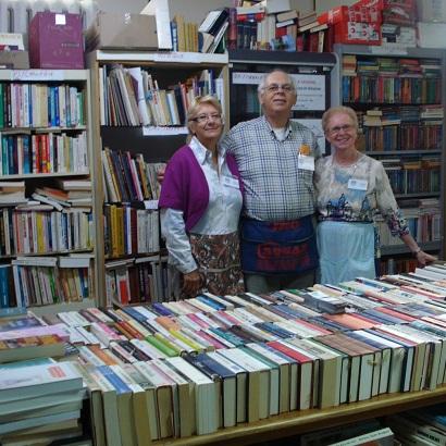 Bazar-Bellerive-des-benevoles-avec-les-livres-Photo-courtoisie-publiee-par-INFOSuroit-com_