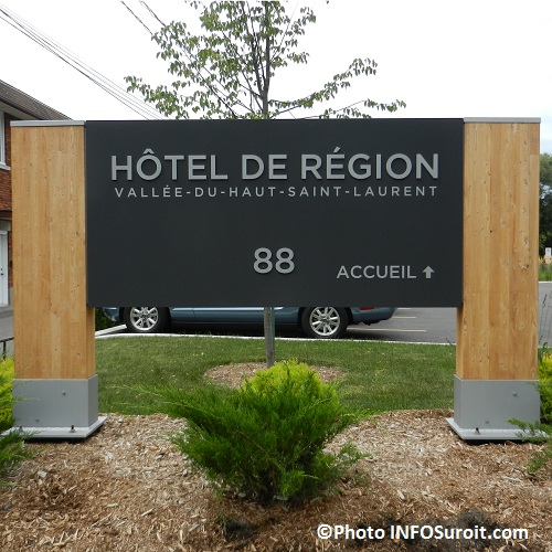 CRE-enseigne-Hotel-de-region-Photo-INFOSuroit-com_
