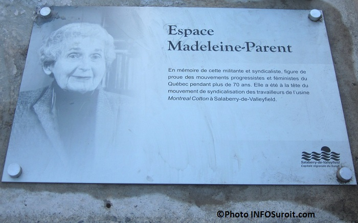 Espace-Madeleine-Parent-Plaque-commemorative-Photo-INFOSuroit-com_