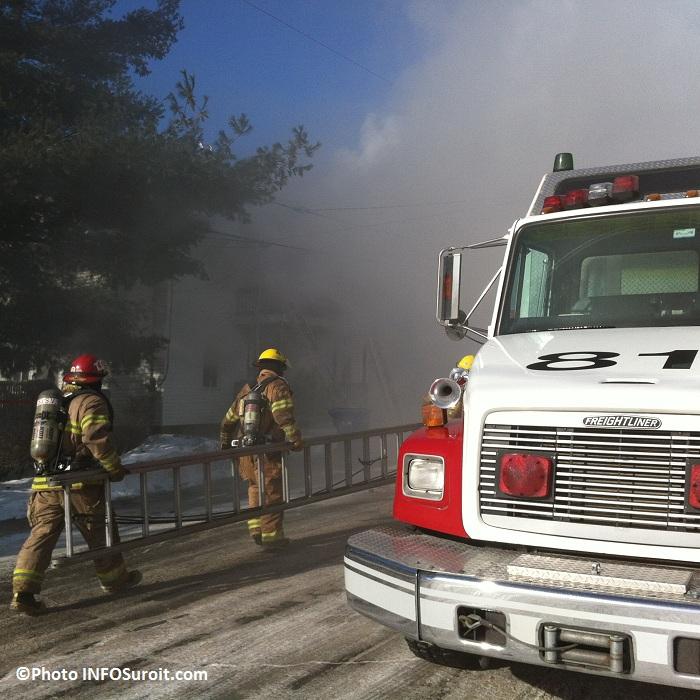 Incendie-12-rue-Perreault-pompiers-echelle-Valleyfield-Photo-INFOSuroit_com