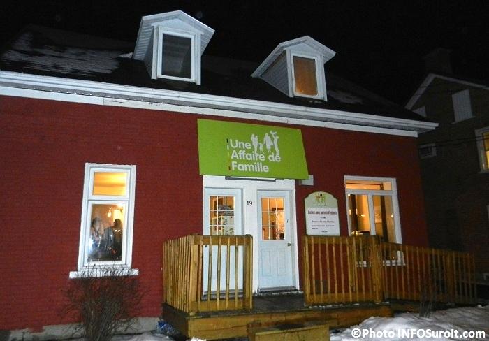 Locaux-Une_Affaire_de_Famille-a-Ormstown-facade-Photo-INFOSuroit_com