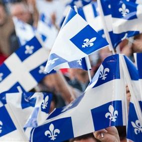 drapeaux-du-Quebec-foule-Fete-nationale-Image-courtoisie-FNQ-publiee-par-INFOSuroit_com