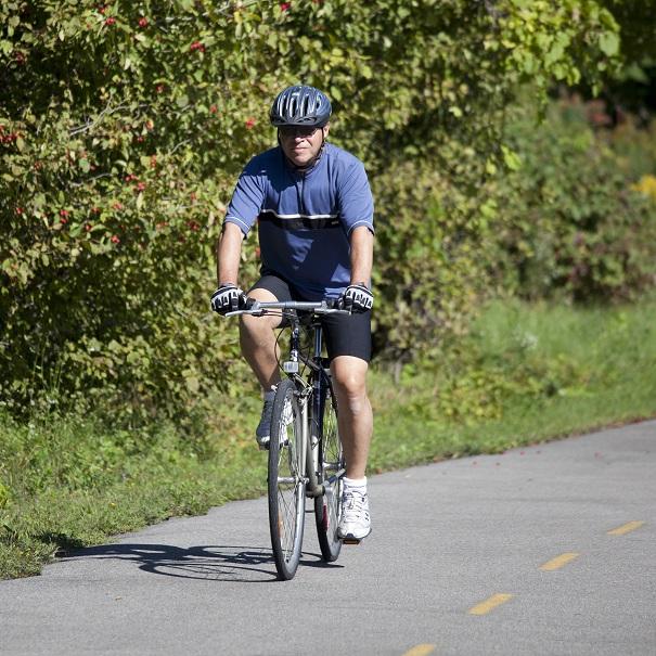 Cycliste-velo-sur-piste-du-Parc-regional-de-Beauharnois-Salaberry-Photo-courtoisie-MRC
