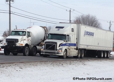 Camions-sur-boul-Mgr-Langlois-a-Valleyfield-Photo-INFOSuroit