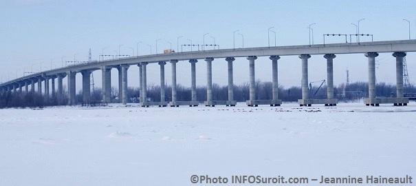 Pont-Madeleine-Parent-sur-autoroute-30-a-Beauharnois-Photo-INFOSuroit_com-Jeannine_Haineault