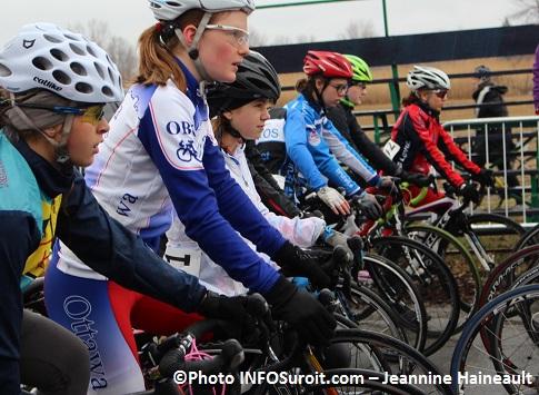 Criterium-Beauharnois-2014-velo-cyclisme-course-Cadettes-Photo-INFOSuroit-Jeannine_Haineault