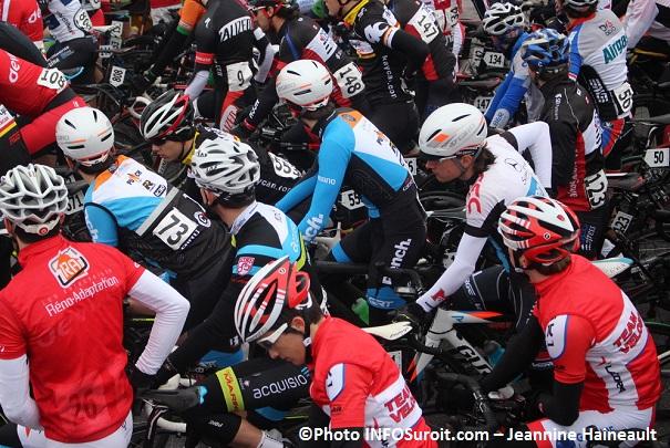 Criterium-Beauharnois-Velo-cyclisme-course-des-maitres-Photo-INFOSuroit-Jeannine_Haineault
