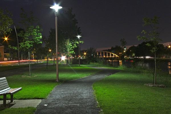 Luminaires-portion-est-Vieux_canal-Valleyfield-photo-courtoisie-publiee-par-INFOSuroit_com