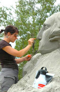 Sculpture-sur-sable-avec-artiste-Melineige_Beauregard-Photo-site-web-SculptureBeauregard_com