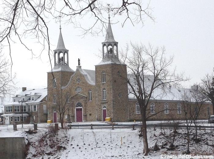 Eglise Saint-Joachim a Chateauguay devant riviere decembre 2014 Photo INFOSuroit