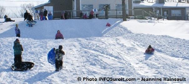 Glissade-hiver-au-parc-regional-des-iles-de-St-Timothee-Photo-INFOSuroit_com-Jeannine_Haineault