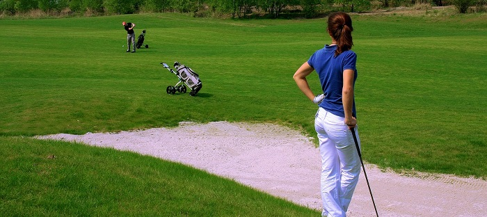 golf-golfeurs-terrain-trappe-sable-Photo-Pixabay