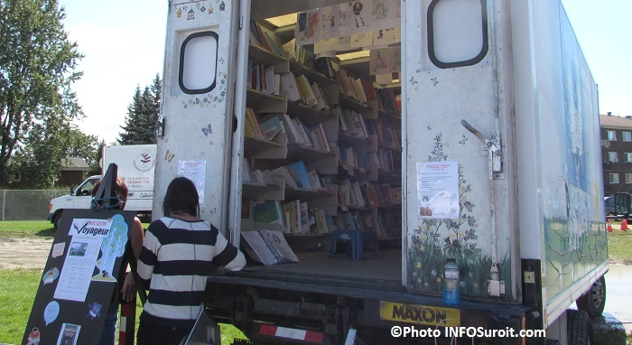 bibliobus livres bouquins a la fete familiale de Chateauguay Photo INFOSuroit_com