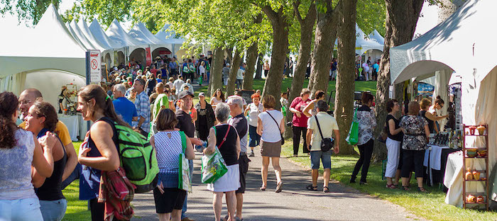 Ecomarche de l ile des visiteurs et kiosques Photo AlexandreSeguin courtoisie HSB