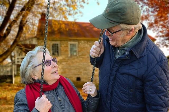 Personnes-agees-ainees-photo-Pixabay-publiee-par-INFOSuroit_com