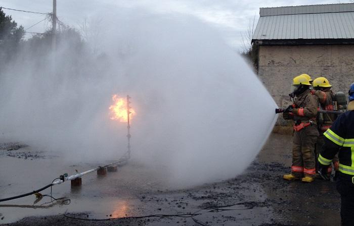 Beauharnois-pompiers-en-formation-pratique-avec-arbre-de-gaz-Photo-courtoisie-VB