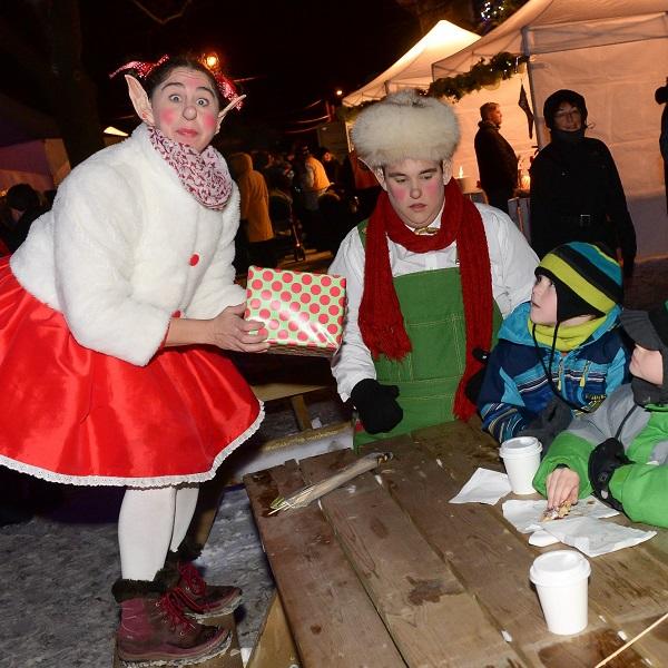 Feerie de Noel a Vaudreuil-Dorion 2 lutins Photo courtoisie VD