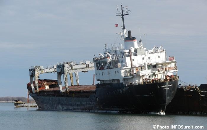 Katrhyn-Spirit-vieux-navire-a-l-abandon-Beauharnois-lac-Saint-Louis-Photo-INFOSuroit_com
