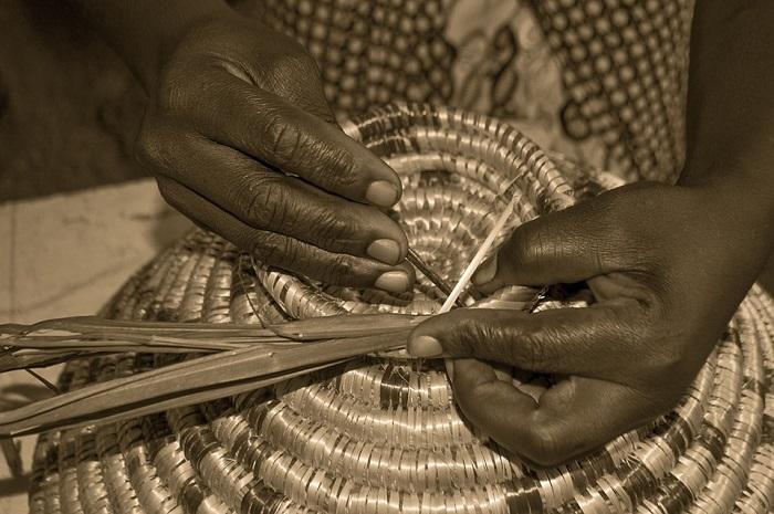 tissage-afrique-artisanat-mains-photo-pixabay-publiee-par-infosuroit-com