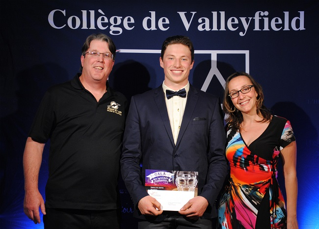 Gala-activites-etudiantes-college-de-valleyfield-Medaille-Lieutenant-Gouverneur-masculin-photo-courtoisie