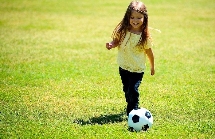 soccer enfant jeune ballon photo courtoisie Pixabay via INFOSuroit