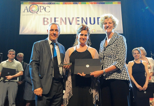 Karine_Landry mention honneur avec Richard_Moisan AQPC et Denise_Trudeau Photo Gabriel_Marceau