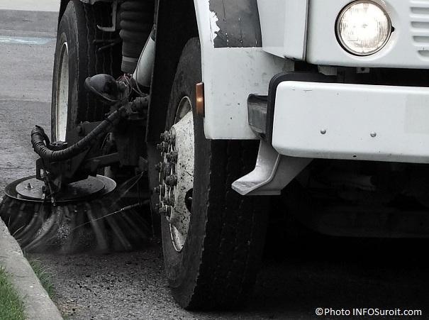 Nettoyage-des-rues-printemps-balai-mecanique-Valleyfield-Photo-INFOSuroit-com
