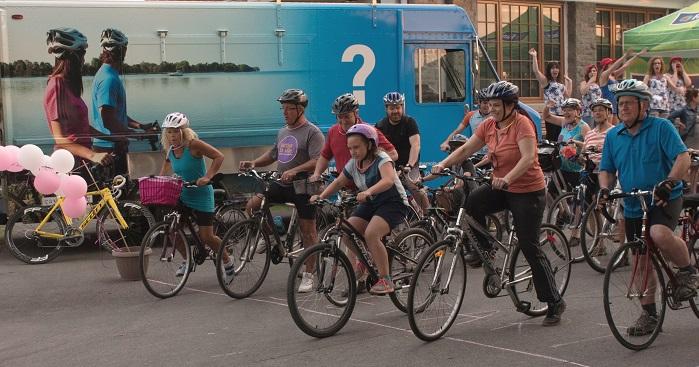 Viree_Velo 2016 des participants au depart cyclistes et familles Photo courtoisie FHS