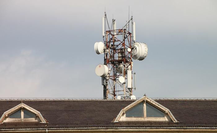 antenne tour telecommunication cellulaire maison Photo Pixabay via INFOSuroit