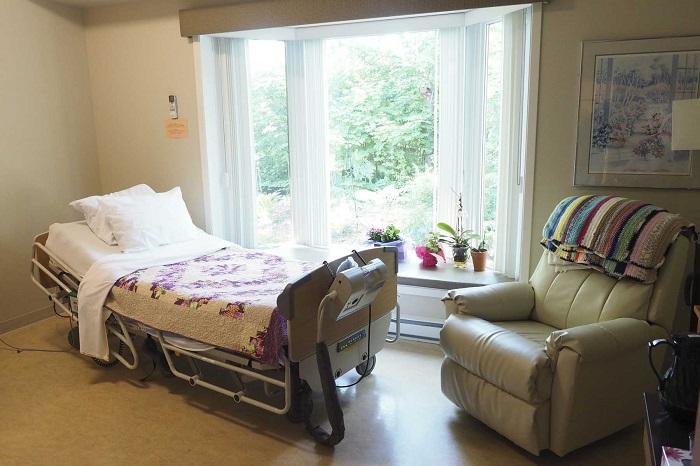 chambre-maison-des-soins-palliatifs-Vaudreuil-Soulanges-photo-INFOSuroit-com.jpg