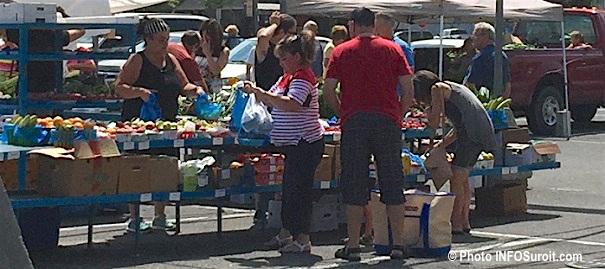 Marche public Valleyfield vente fruits et legumes juillet 2016 Photo INFOSuroit