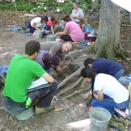 Jouer aux archéologues à la Pointe-du-Buisson