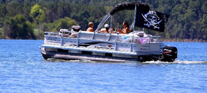 bateau-ponton-lac-nautisme-Photo-Pixabay-via-INFOSuroit
