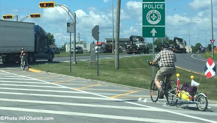 cyclisme velo partage de la route voie reservee camion et cyclistes Photo INFOSuroit