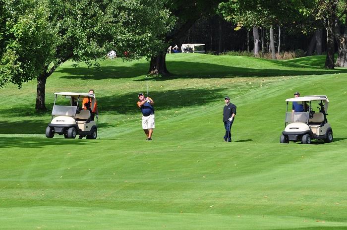 golf terrain de golf balle golfeurs voiturette Photo Pixabay via INFOSuroit_com