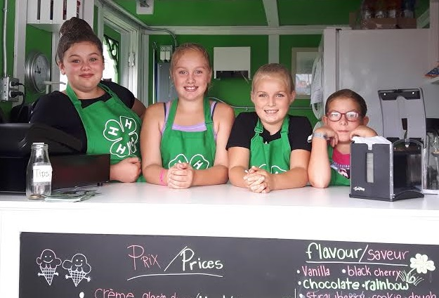 Membres Club 4_H Huntingdon pavillon creme glacee photo courtoisie