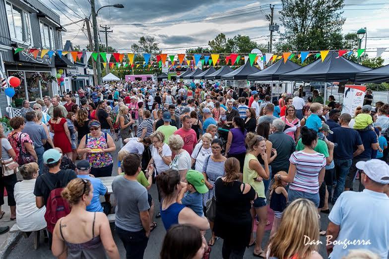 Place Dumont Vaudreuil-Dorion foule presente a l_evenement photo courtoisie