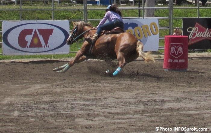 Rodeo Valleyfield cheval cavalier epreuve equestre 2015 Photo INFOSuroit_com