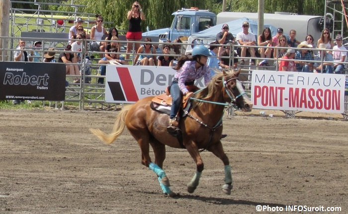 Rodeo Valleyfield cheval epreuve equestre spectateurs aout2015 Photo INFOSuroit