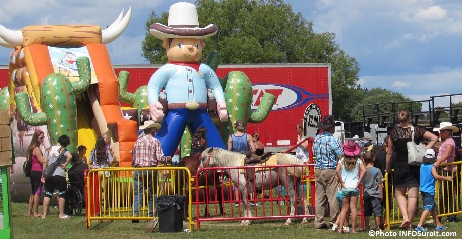 Rodeo Valleyfield jeux gonflables tours de poneys 8aout2015 Photo INFOSuroit_com