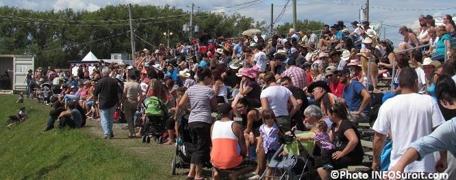 Rodeo Valleyfield spectateurs estrades 8aout2015 Photo INFOSuroit_com