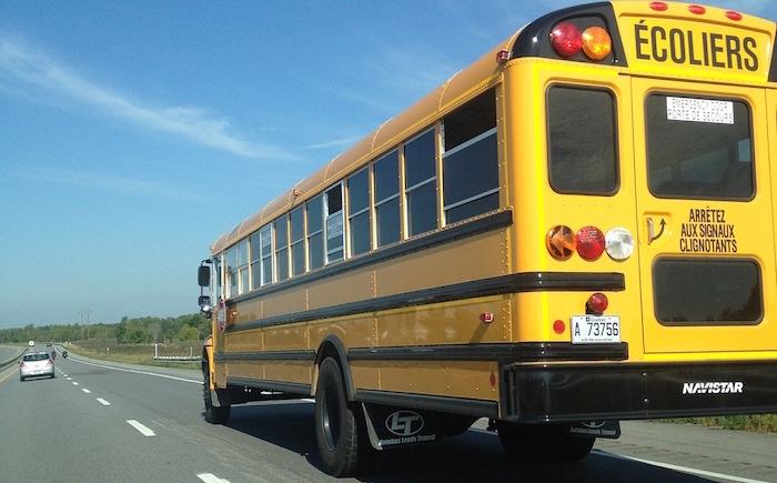 autobus ecoliers sur autoroute au Quebec Photo Pixabay via INFOSuroit