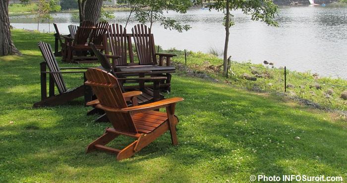 chaises parc riviere Chateauguay lac Saint-Louis Photo INFOSuroit_com